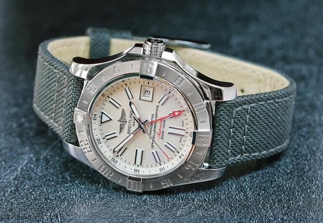 Breitling Avenger GMT 9