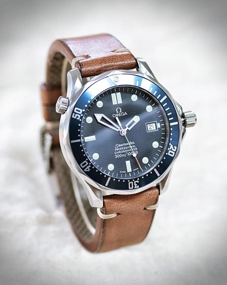 Omega Seamaster 300 Diver blau 7